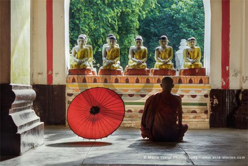 Fotografie in Myanmar (Burma) - Mönch beim Meditieren | Foto Mario Weigt