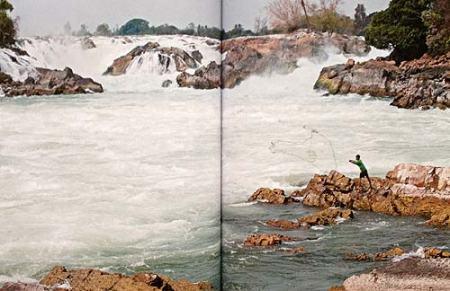 Bildband Abenteuer Mekong | Fischer am Khon Phapeng-Wasserfall | Foto Mario Weigt | Verlagshaus Würzbug/Stürtz