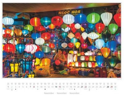 Kalender Vietnam 2015 | Abendliches Leuchten in einem Lampionladen in Hoi An | Foto Mario Weigt | Kalenderverlag Stürtz