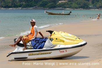 Thailand   Phuket   Scooter am Karon Beach   Mario Weigt Photography
