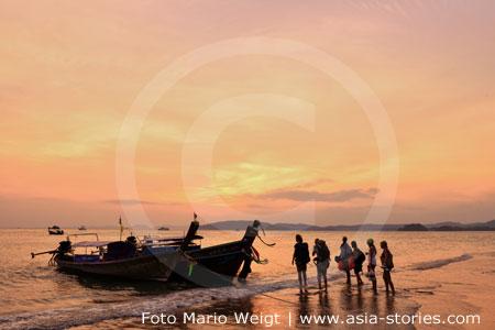 Thailand | Provinz Krabi | Traveller am Ao Nang Strand | Foto Mario Weigt