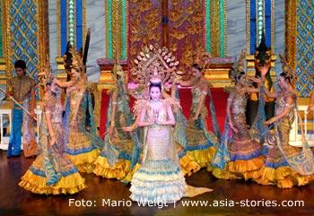"""Thailand   Phuket   Travestieshow im """"Simon Cabaret"""