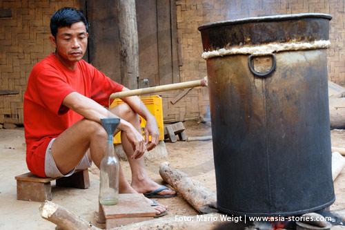 Reisetipp für Laos: Hygiene und Gesundheit | Hier wird der Reisschnaps Lao Lao selbst gebrannt | Foto: Mario Weigt