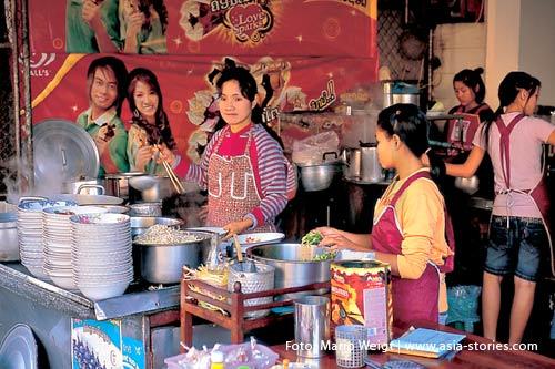 Reisetipp Laos: Gesundheit und Hygiene | Nudelsuppenstand in Pakse | Foto: Mario Weigt