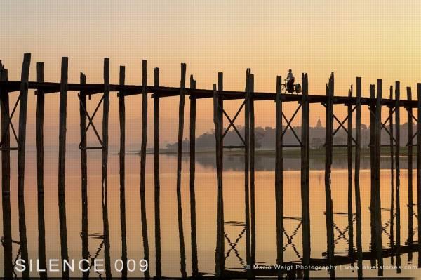 Myanmar (Burma): Wie sinnvoll ist es an einer geführten Fotoreise mit einem Reiseleiter teilzunehmen? Radlerin auf der U-Bein-Brücke in Amarapura nahe Mandalay