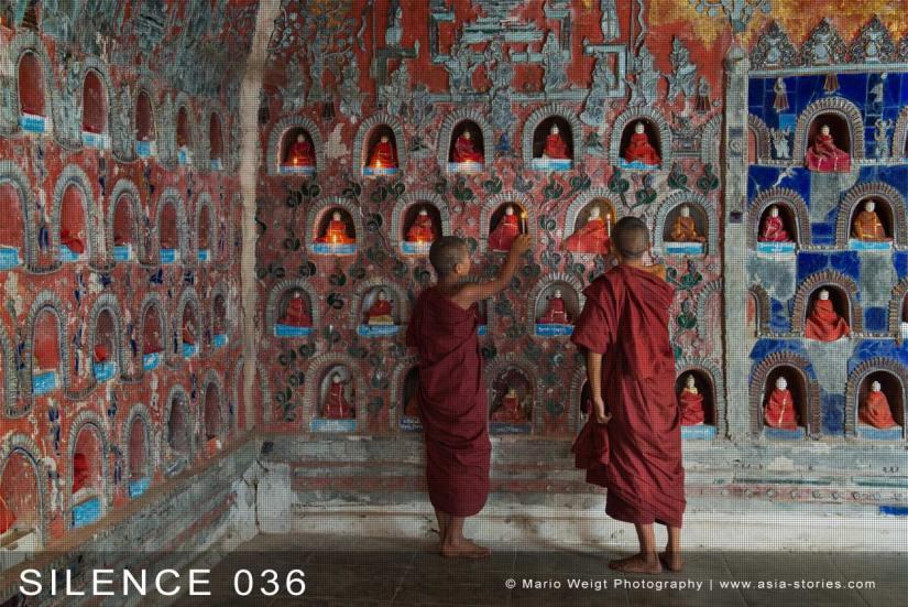 Fotoabzüge und Fine Art Prints aus der Fotoserie SILENCE | Myanmar (Burma) | Novizen spenden Kerzen | Foto: Mario Weigt