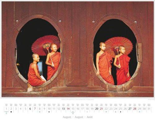 Monatsblatt August vom Kalender 2016 MYANMAR | BURMA | Novizen im Shwe-Yan-Pyay-Kloster nahe Nyaungshwe | Foto von Mario Weigt | Verlagshaus Würzburg / Stürtz | Größe 60 x 48 cm | Preis: 27,95 Euro