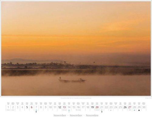 Monatsblatt November vom Kalender 2016 MYANMAR | BURMA | Nebel über dem Irrawaddy zwischen Bhamo und Shwegu | Foto von Mario Weigt | Verlagshaus Würzburg / Stürtz | Größe 60 x 48 cm | Preis: 27,95 Euro