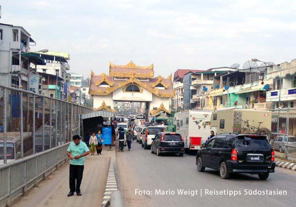 Die Grenze Thailand - Myanmar (Burma) | Der Grenzübergang Mae Sot - Myawaddy öffnet um 6 Uhr und schließt um 20 Uhr | Überland von Thailand nach Myanmar (Burma, Birma)