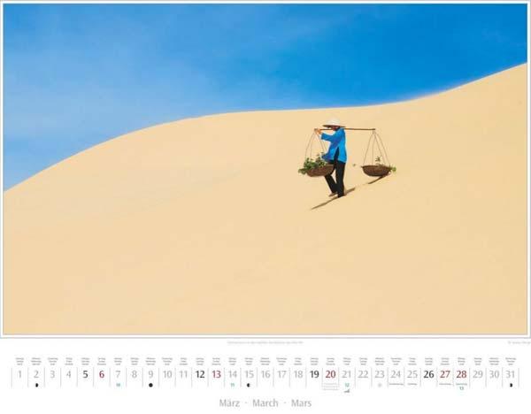 Monat März vom Vietnam Kalender 2016 | Vietnamesin in den Sanddünen bei Mui Ne | Fotos Mario Weigt | Verlagshaus Würzburg/Stürtz