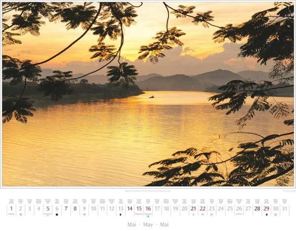 Monat Mai im Vietnam Kalender 2016 | Abendstimmung am Parfümfluss bei Hue | Foto Mario Weigt | Verlagshaus Würzburg/Stürtz