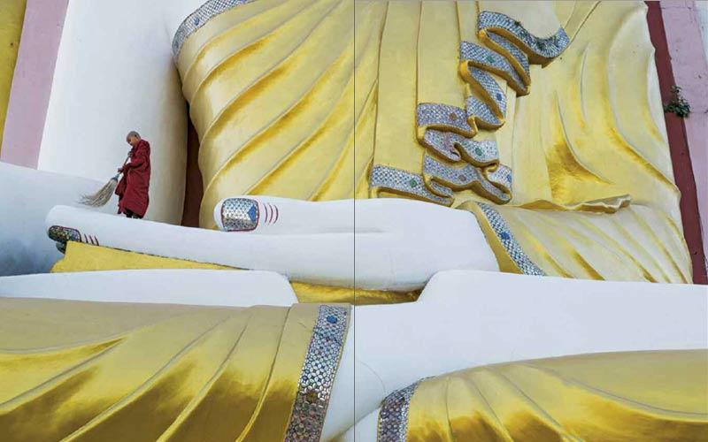Novize reinigt eine Buddha-Statue | Premium Bildband MYANMAR | BURMA | Fotos: Mario Weigt | Verlagshaus Würzburg / Stürtz