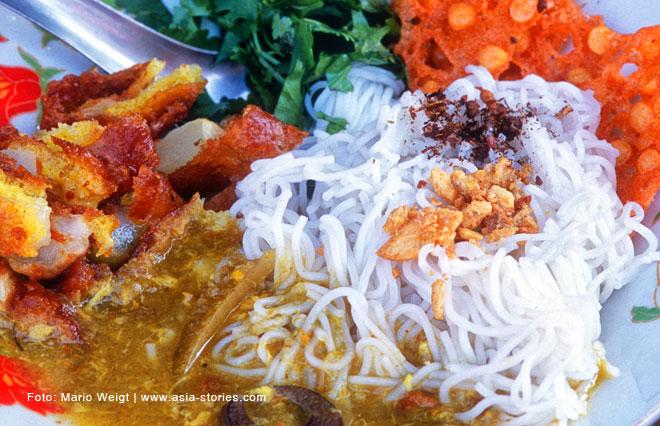 Essen in Myanmar | Nationalgericht Mohinga | Frühstück in Hpa-an