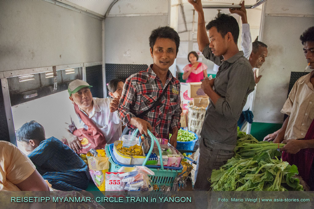 Myanmar Reisetipps | Betelverkäufer auf Kundensuche. Wie überall in Myanmar darf auch in Yangons Ringbahn (Yangon Circular Train) die Volksdroge Betel nicht fehlen.