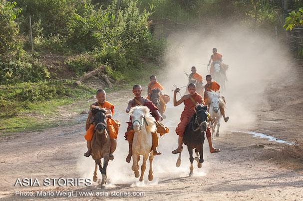 """Thailand: Kloster """"Das goldene Pferd"""" im Goldenen DreieckThailand: Kloster """"Das goldene Pferd"""" im Goldenen Dreieck"""