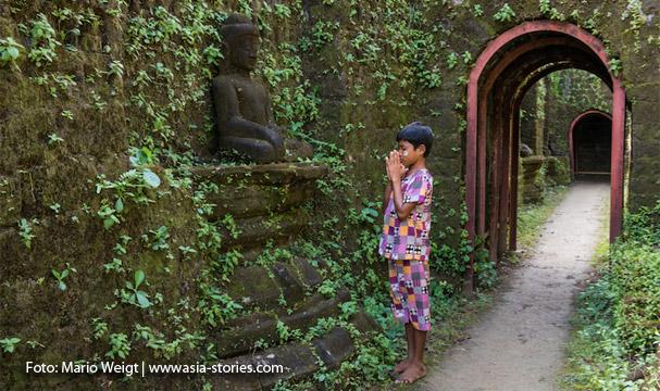 Kothaung-Tempel: Nach der Regenzeit sehen die Gänge mit den Buddhas besonders schön aus.