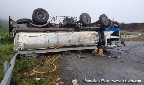 Unfall auf der Strecke zwischen Magwe und Mrauk U