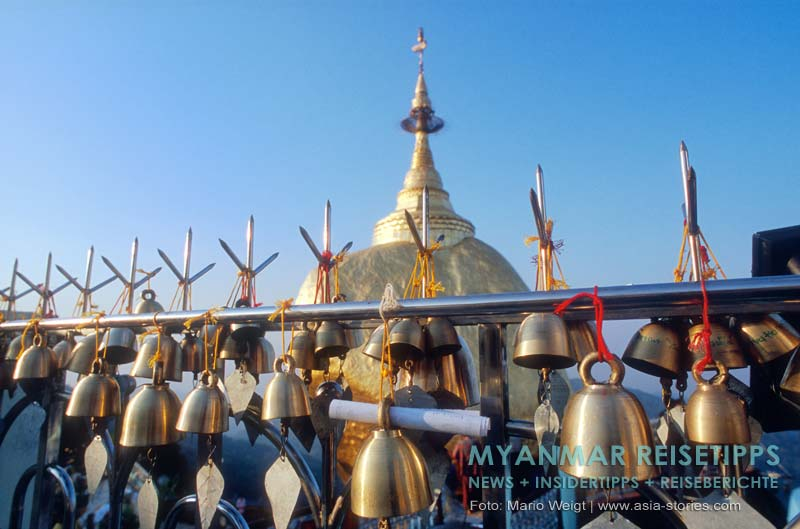 Myanmar Reisetipps | Goldener Felsen Kyaikhtiyo | Glöckchen mit Wünschen, die hoffentlich in Erfüllung gehen.
