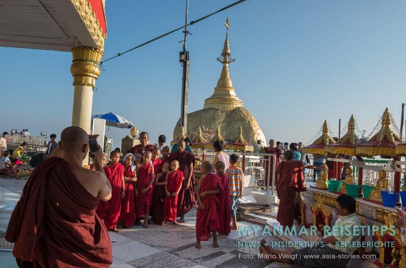 Myanmar Reisetipps | Goldener Felsen Kyaikhtiyo | Bitte lächeln! Der Goldene Felsen ist ein beliebtes Fotomotiv.
