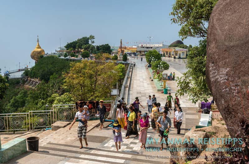 Myanmar Reisetipps | Goldener Felsen Kyaikhtiyo | Plattform vor dem Goldenen Felsen