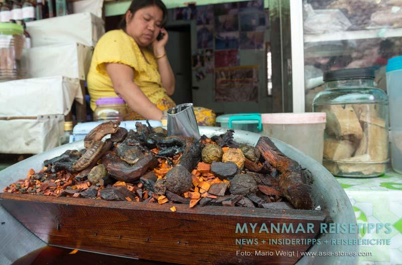 Myanmar Reisetipps | Goldener Felsen Kyaikhtiyo | Für das westliche Auge eine gewöhnungbedürftige Medizin.