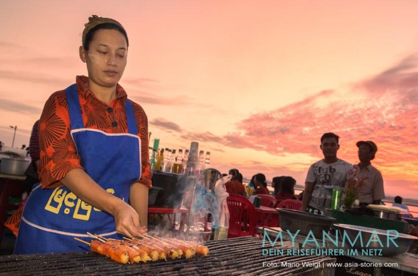 Myanmar Reisetipps - Essen und Getränke | Grillspieße in Mawlamyaing