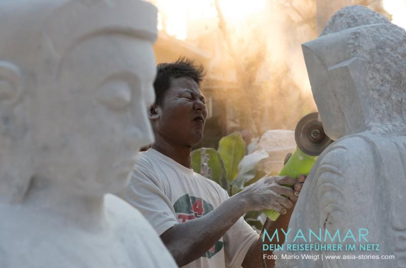 Myanmar Reisetipps - Mandalay   Steinmetz bei der Herstellung einer Buddha-Statue aus Marmor