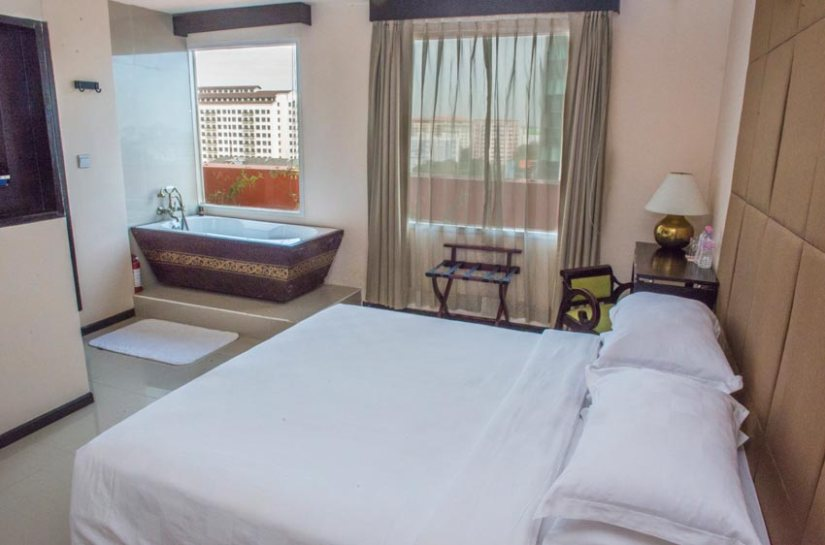Myanmar Reisetipps | Yangon | Zimmer im East Hotel, dining, art & craft