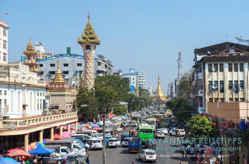 Myanmar Reisetipps | Yangon | Mahabandoola Road Theingyi-Markt und Uhrturm