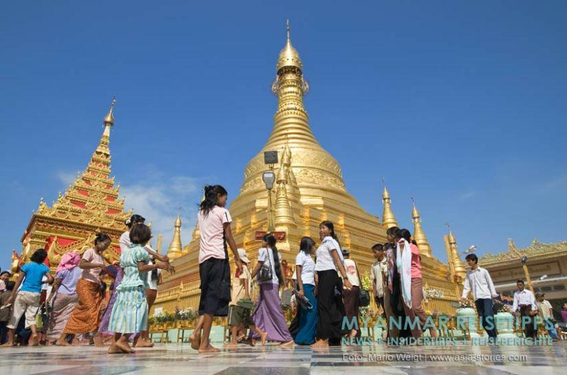 Myanmar Reisetipps | Magwe | Am Vollmondtag zum Lichterfest Thadingyut kommen viele Gläubige in der Pagode Mya Tha Lun zum Beten und Spenden.