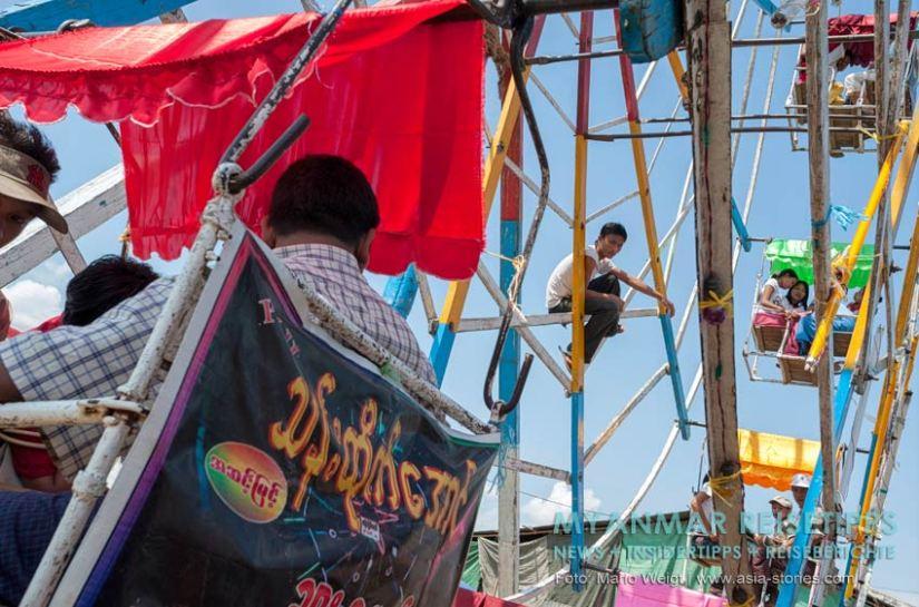 Myanmar Reisetipps   Magwe   Beim Lichterfest Thadingyut kommt auch der Spaß nicht zu kurz.