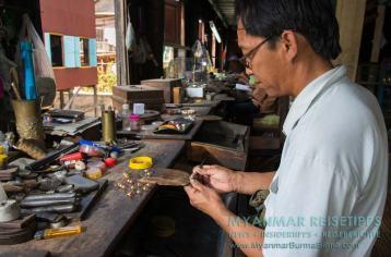 Myanmar Reisetipps | Inle-See und Indein | U Hla Pe & Family Gold and Silver Workshop ist ein Familienunternehmen mit zehn Mitarbeitern.