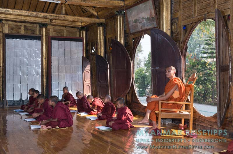 Myanmar Reisetipps | Inle-See und Indein | Novizen beim Lernen im Teakholzkloster Shwe Yan Bye.