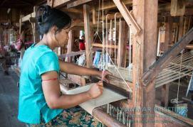Myanmar Reisetipps | Inle-See und Indein | An diesem Webstuhl wird das Lotusgarn verarbeitet.