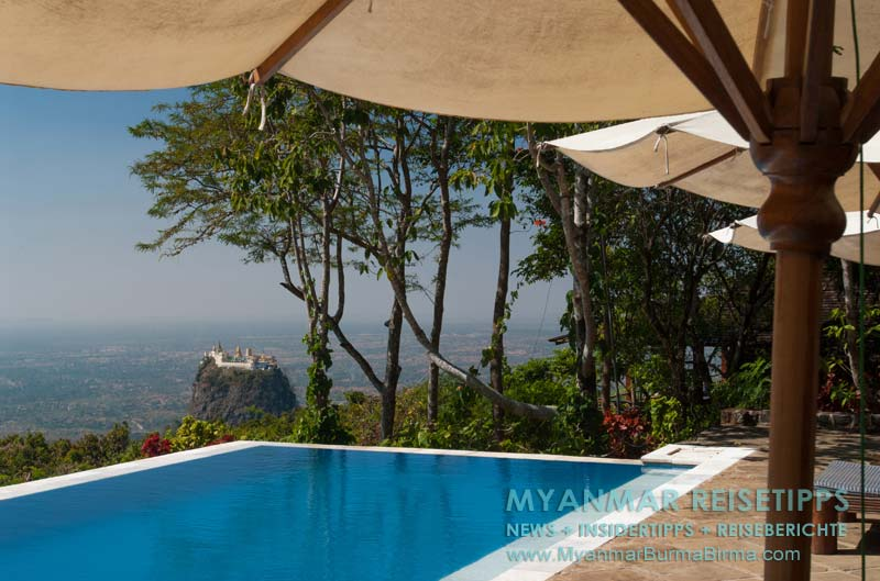 Myanmar Reisetipps | Mount Popa | Swimmingpool vom Popa Mountain Resort mit Blick auf den Mount Popa Taung Kalat