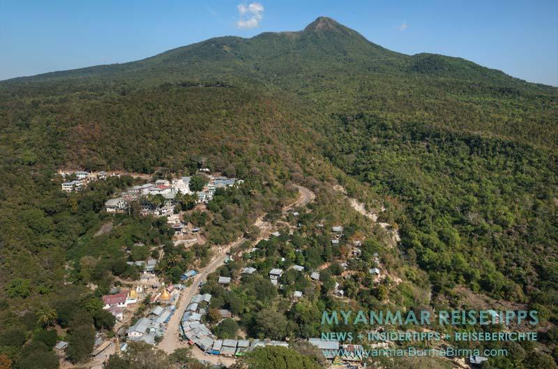 Myanmar Reisetipps | Mount Popa | Blick vom Mount Popa Taung Kalat auf den Mount Popa