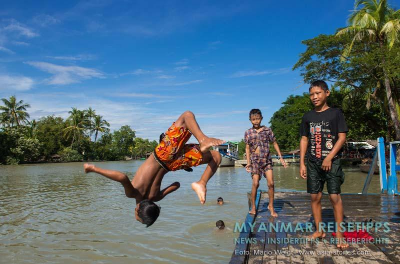 Myanmar Reisetipps | Mrauk U | Kinder beim Baden im