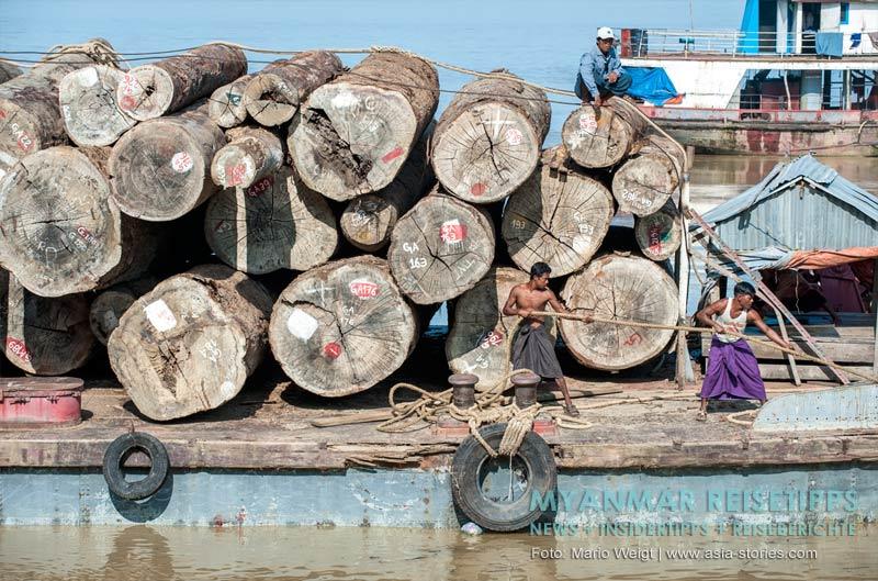 Myanmar Reisetipps | Magwe | Holztransport auf dem Ayeyarwady