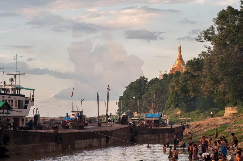 Myanmar Reisetipps | Magwe | Am Abend am Ufer des Ayeyarwady