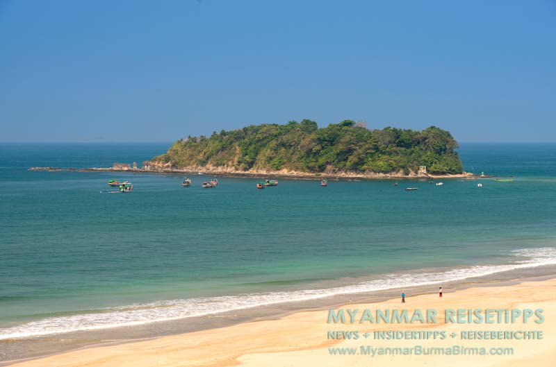 Myanmar Reisetipps   Ngwe Saung Beach (Silberstrand)   Liebesinsel mit Booten