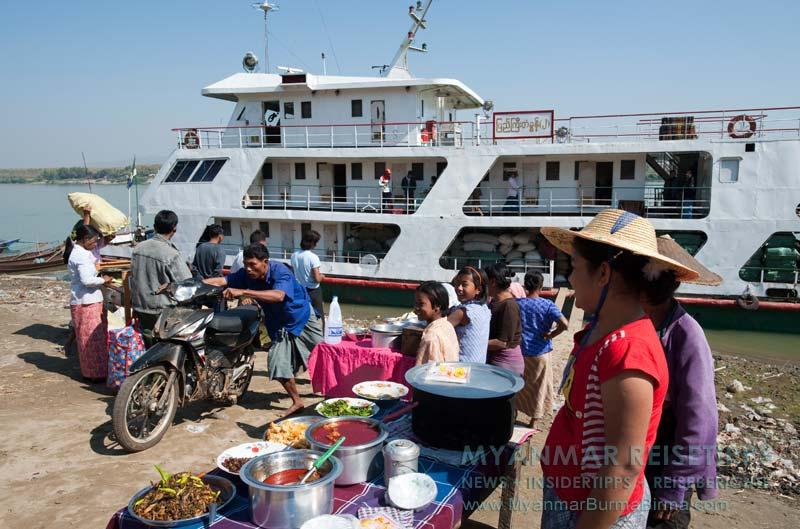 Myanmar Reisetipps | Flussfahrt Bhamo nach Mandalay | Stopp zum Mittagessen