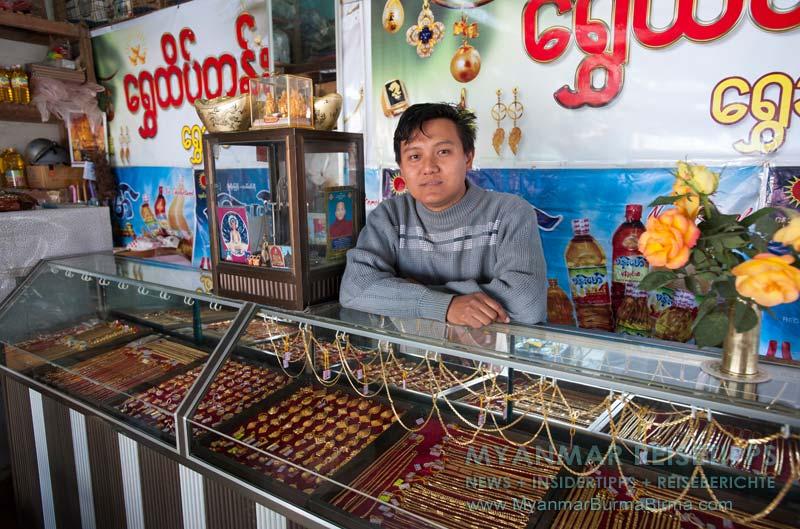 Myanmar Reisetipps | Bhamo | Juwelier im Markt