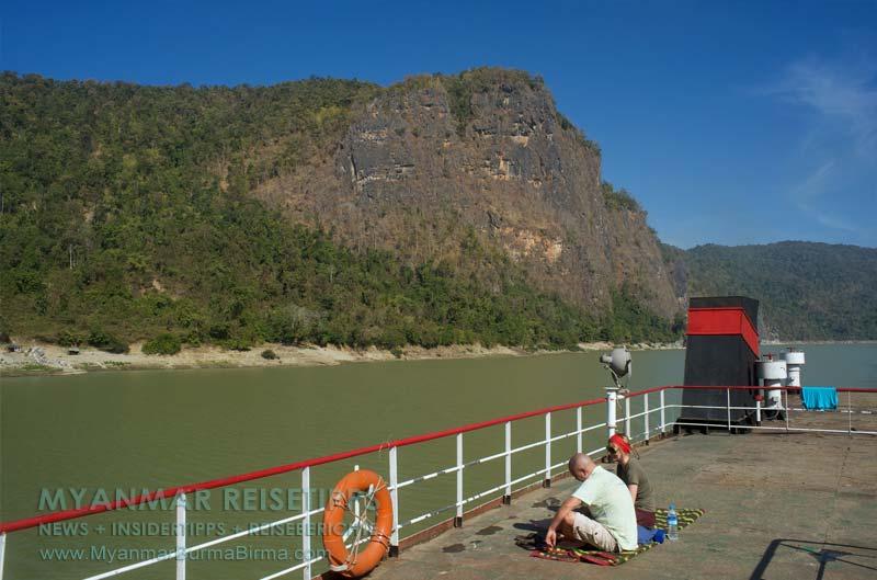 Myanmar Reisetipps | Flussfahrt Bhamo nach Mandalay | Viel Platz auf dem Oberdeck