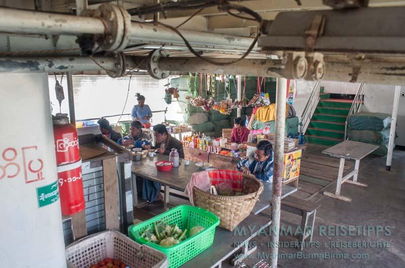 Myanmar Reisetipps | Flussfahrt Bhamo nach Mandalay | Kantine auf der IWT-Fähre