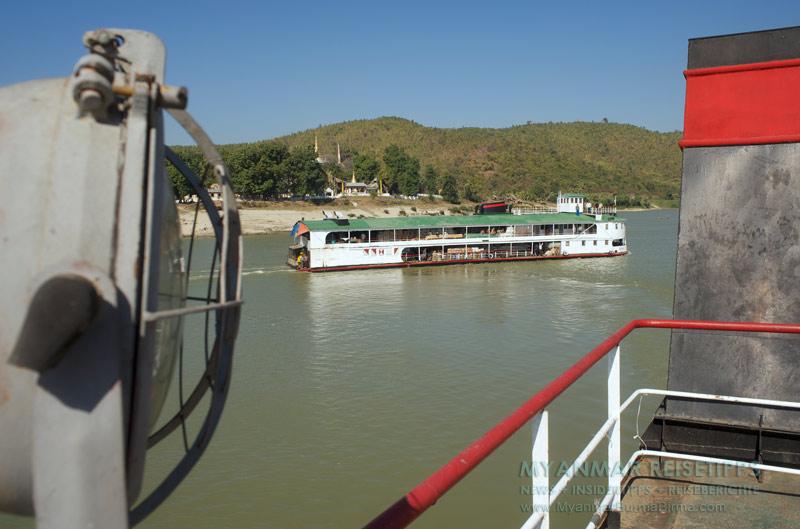 Myanmar Reisetipps | Flussfahrt Bhamo nach Mandalay | Frachtschiff auf dem Ayeyarwady