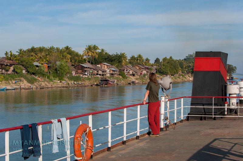 Myanmar Reisetipps | Flussfahrt Bhamo nach Mandalay | Dorf am Ufer des Ayeyarwady