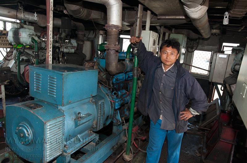Myanmar Reisetipps | Flussfahrt Bhamo nach Mandalay | Maschinist von der IWT-Fähre