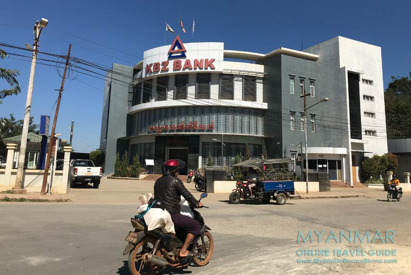 Myanmar Reisetipps   Loikaw   Geld tauschen in der KBZ Bank
