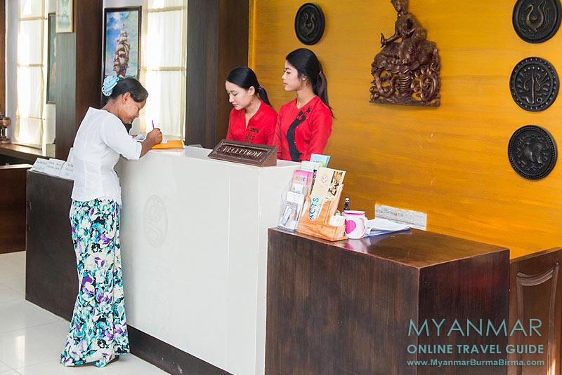 Myanmar Reisetipps | Dawei | Rezeption im Hotel Golden Guest Hotel