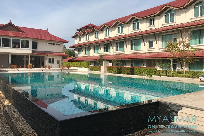Myanmar Reisetipps | Dawei | Swimmingpool vom Hotel Dawei